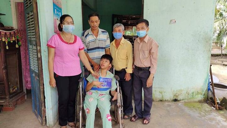 Hội NNCĐDC/dioxin- BVQTE tỉnh Bến Tre thăm tặng quà cho thanh niên và trẻ em là NNCĐDC huyện Mỏ Cày Nam, tỉnh Bến Tre