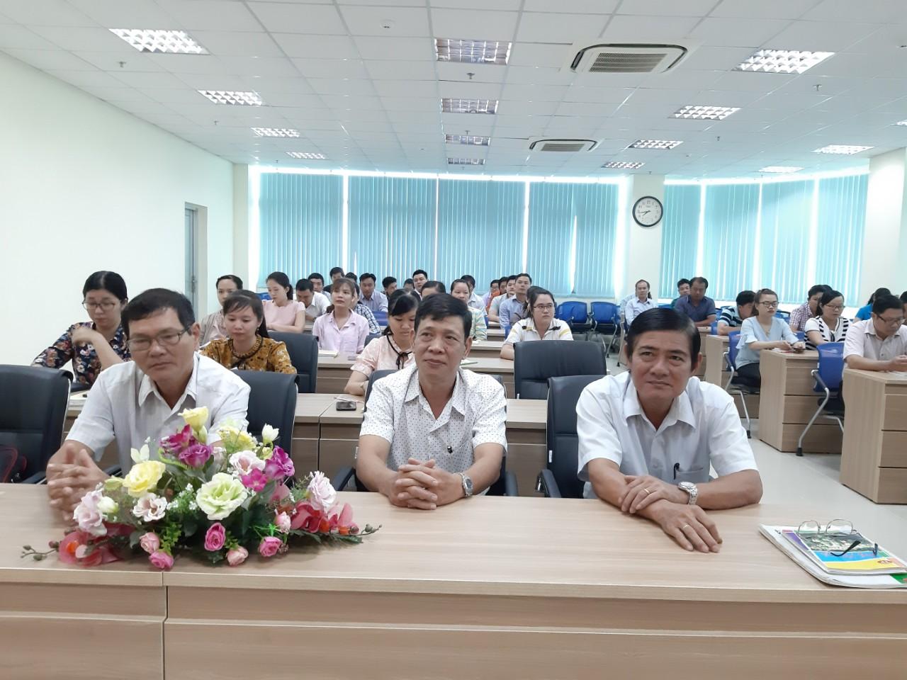 Đảng ủy Khối Doanh nghiệp tỉnh: Khai giảng lớp Bồi dưỡng lý luận chính trị cho đảng viên mới
