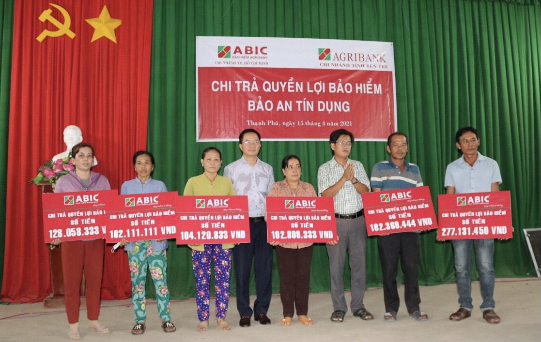 Chi trả 817 triệu đồng quyền lợi Bảo hiểm cho khách hàng tại Thạnh Phú