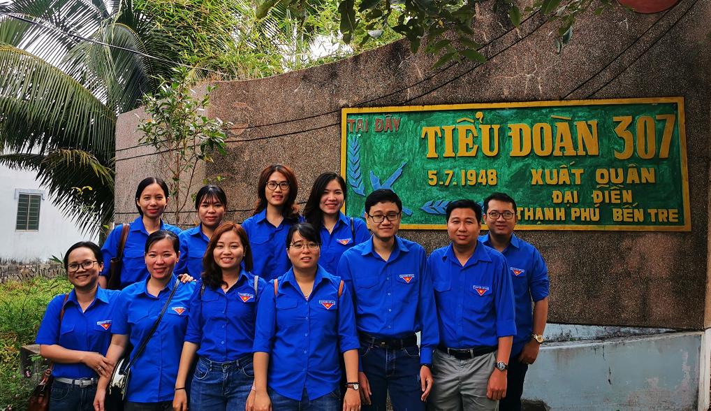 Chi đoàn Ngân hàng Chính sách xã hội tỉnh Bến Tre về nguồn tại huyện Thạnh Phú