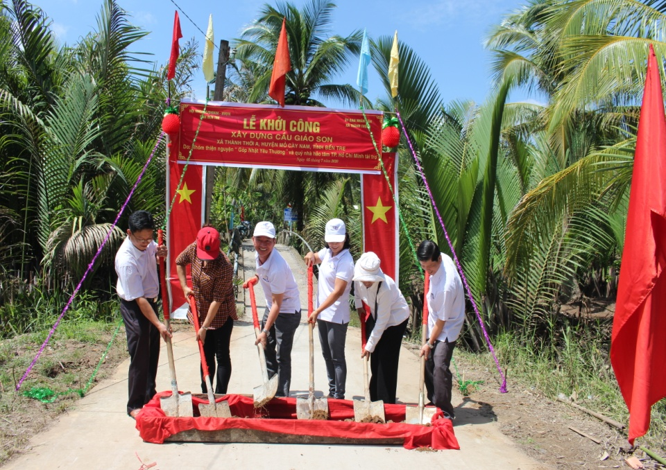 Khởi công xây dựng cầu Giáo Son, xã Thành Thới A, huyện Mỏ Cày Nam, tỉnh Bến Tre
